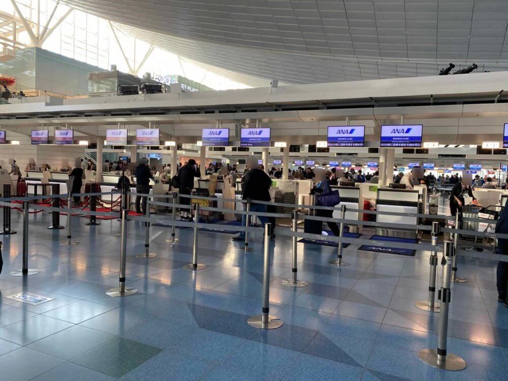 羽田空港のANAチェックインカウンター(ビジネスクラス)