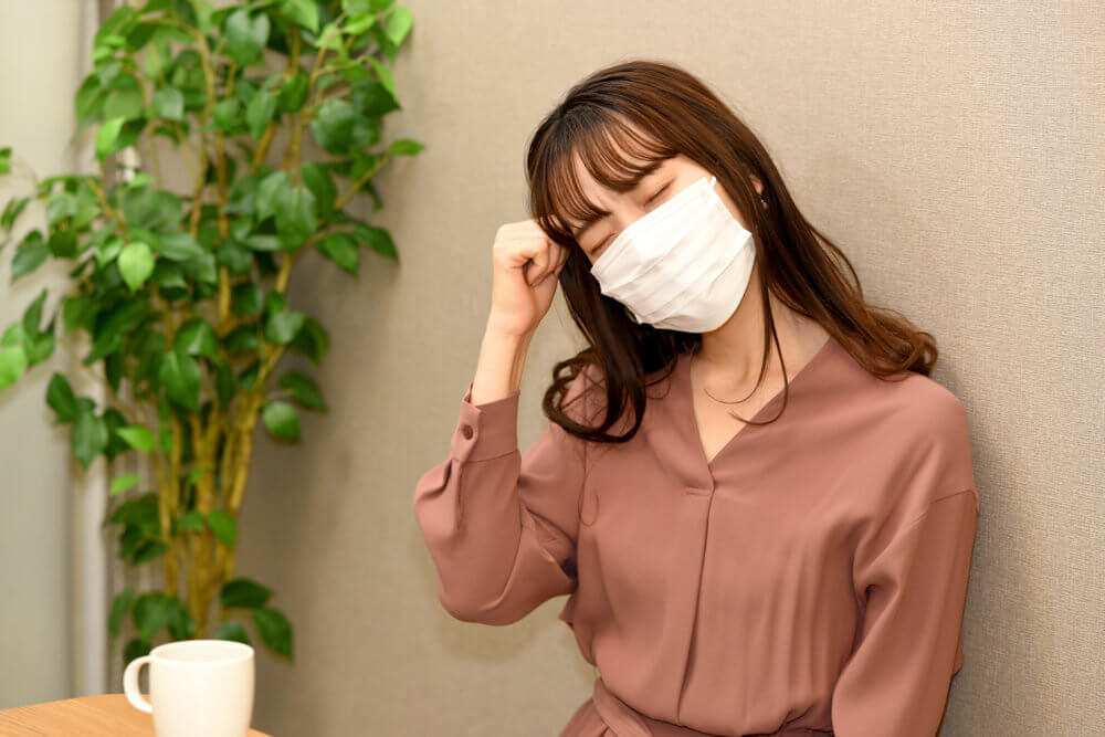 マスク姿の女性