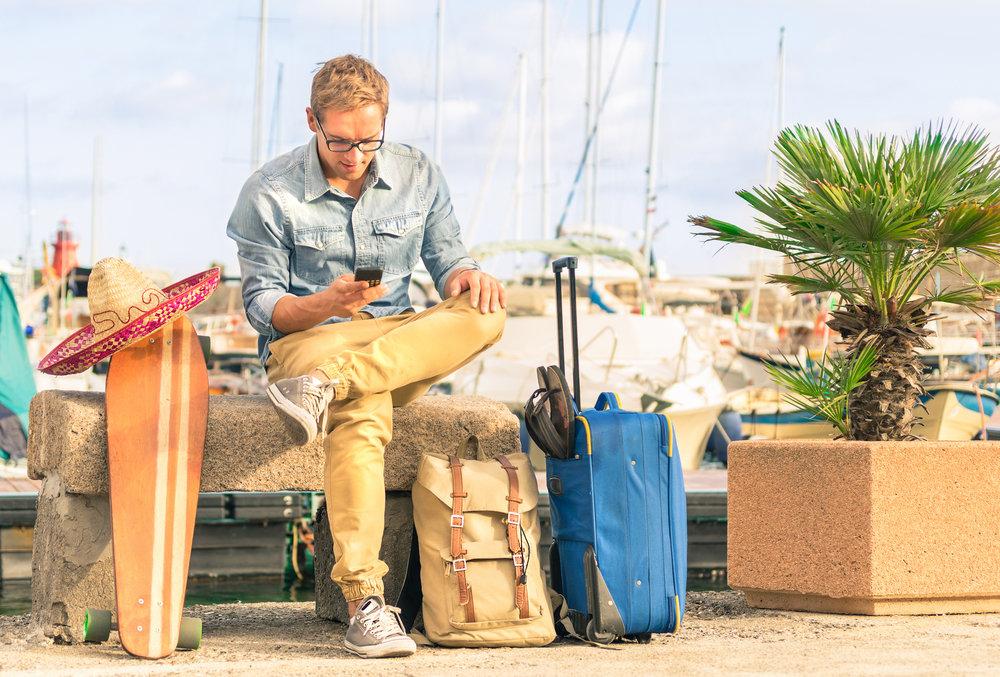海外旅行する男性