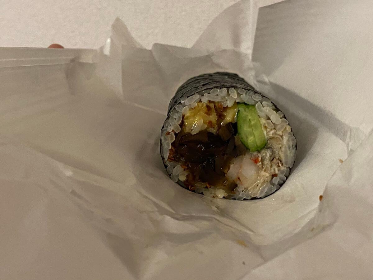 おうち de KIWAMIで購入した鮨さいとうの太巻き (2)