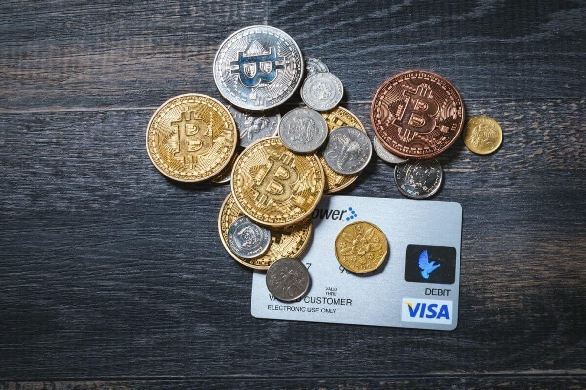 クレジットカード・硬貨・仮想通貨