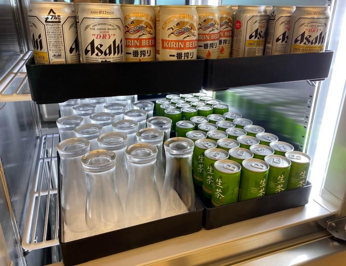 ANAラウンジ(羽田空港国内線)の缶のドリンク