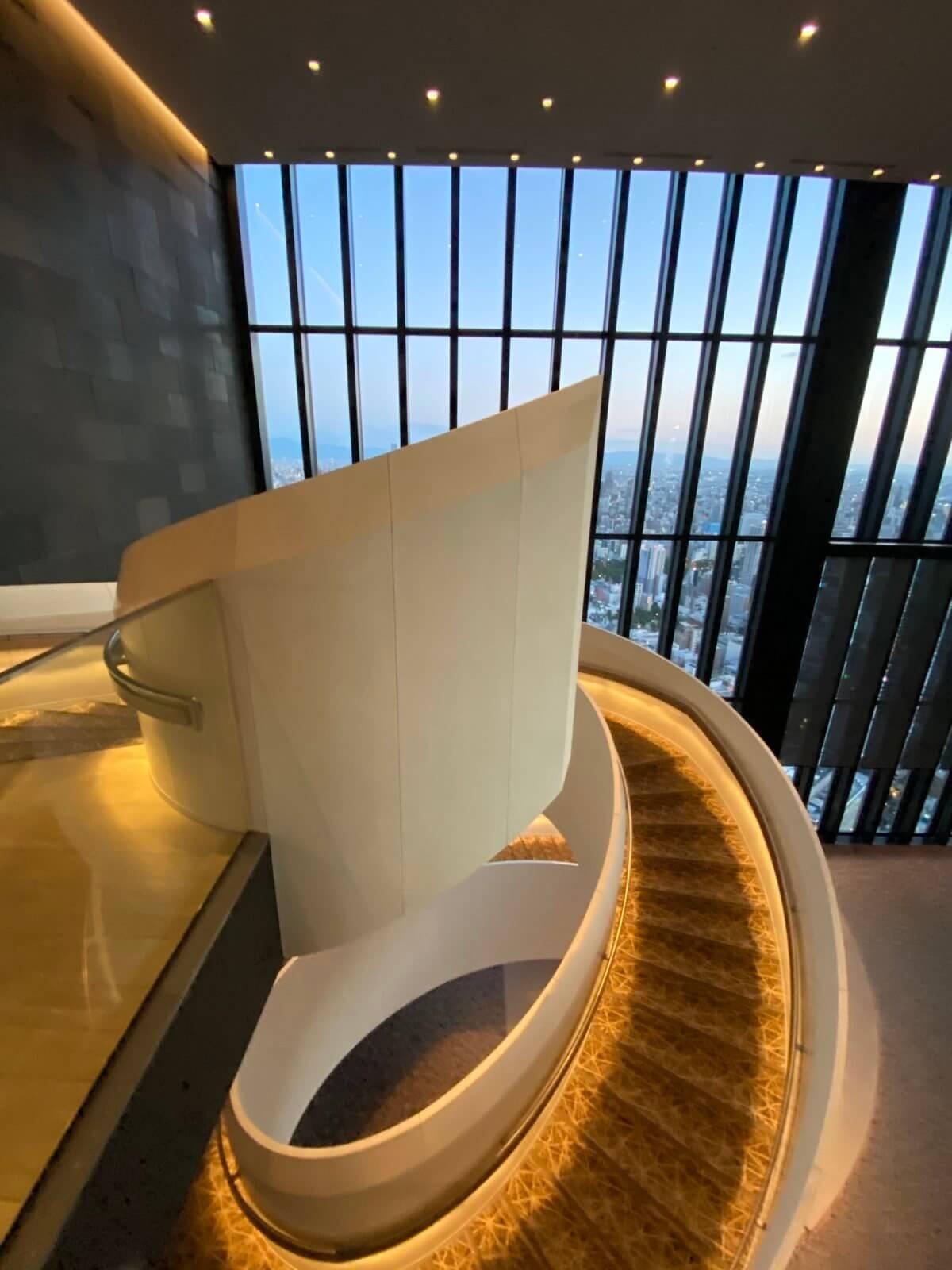 コンラッド大阪の螺旋階段