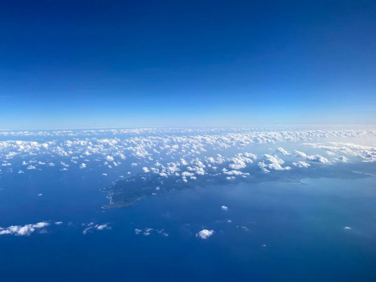 羽田空港から那覇空港へのフライト時の景色