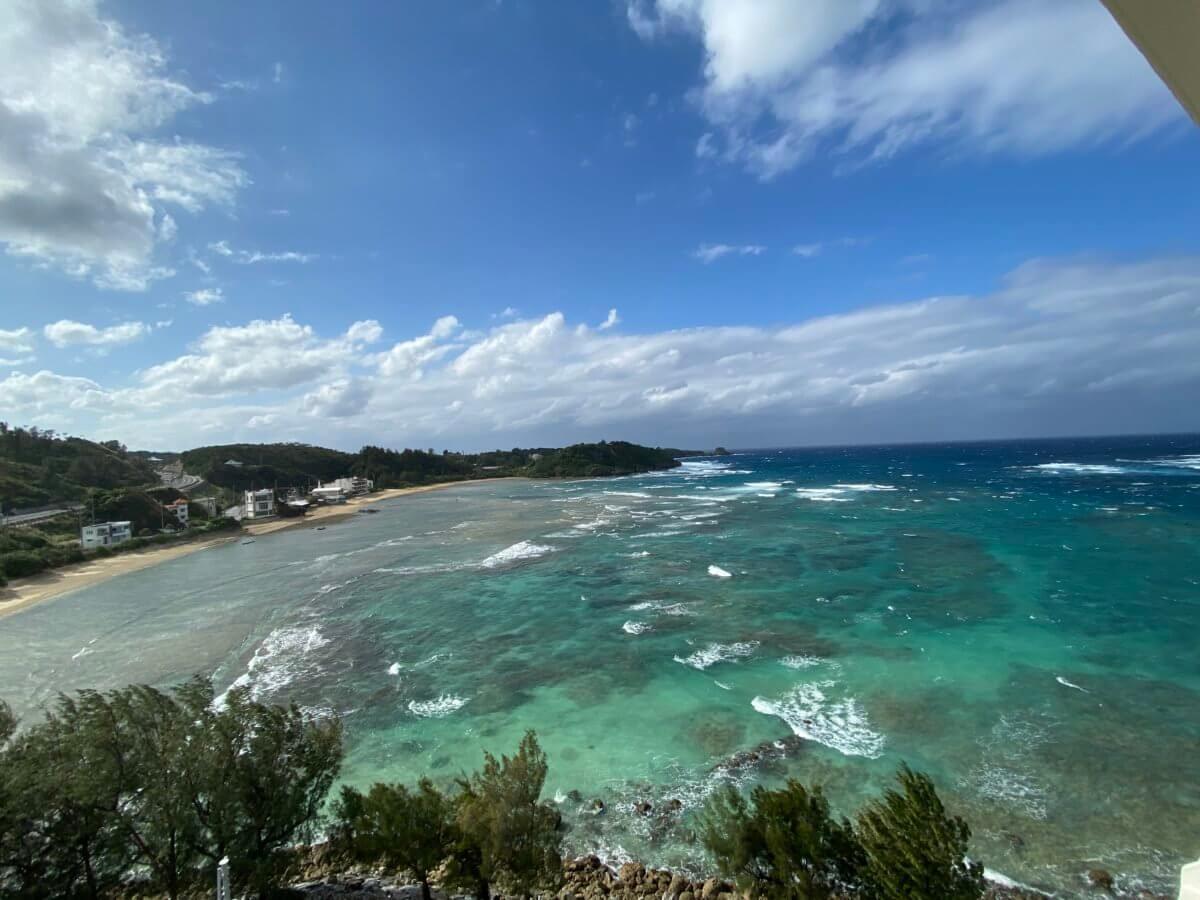 ルネッサンス沖縄の客室からの海