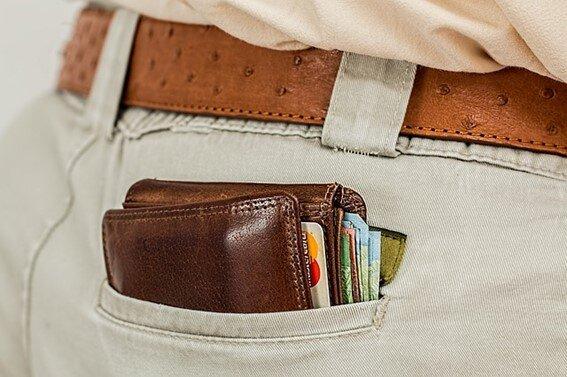 ズボンに入れた財布