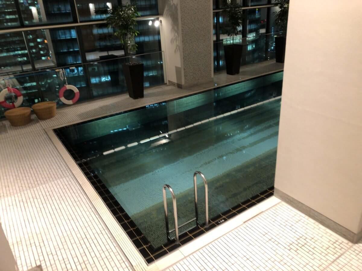 コンラッド東京の水月スパ&フィットネスのプール