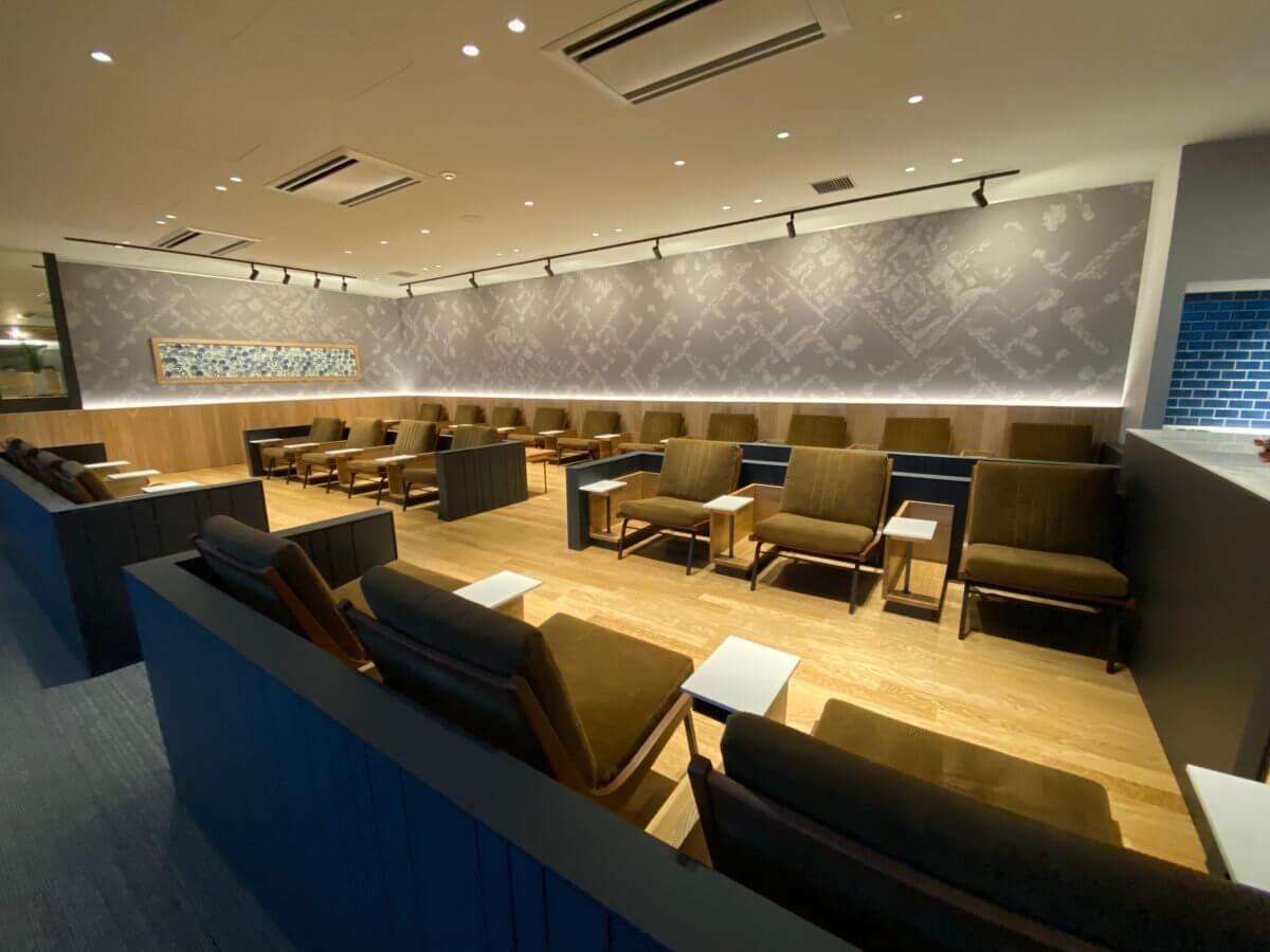 佐賀空港カードラウンジ「Premium Lounge さがのがら」のソファー席