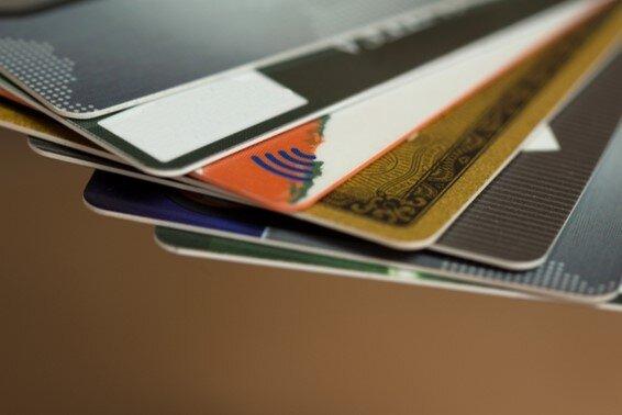 アメックス等のクレジットカードの側面