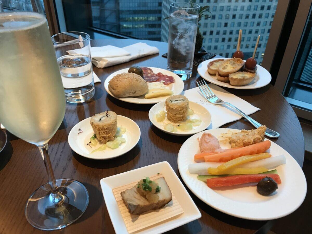 コンラッド東京のエグゼクティブラウンジの食事 (カクテルタイム)